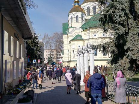 Вчера в Украине в храмы пришло около 126 тыс. верующих, год назад было 3 млн – Офис президента