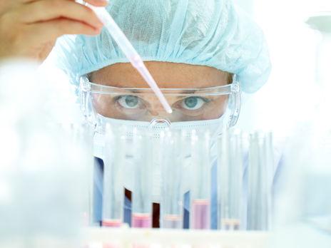 В мире разрабатывают 70 вакцин против коронавируса, три из них уже тестируют на людях