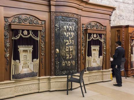 Израильский медик Гольдман: Мы первыми закрыли все синагоги, храмы и мечети