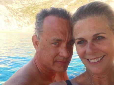 Хэнкс с женой стали донорами крови для разработки вакцины от COVID-19
