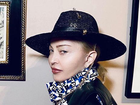 Мадонна дополнила свое архивное фото защитной маской
