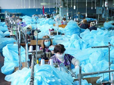 В Виннице обнаружили коронавирус у семи работников фабрики, которая шила защитные костюмы для медиков
