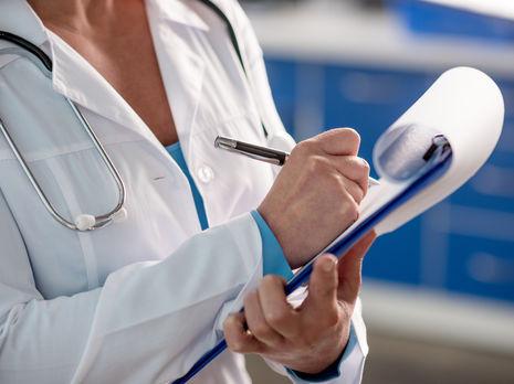 Вспышка COVID-19 в медучреждении для пожилых в Тернопольской области. Заболели почти все пациенты и врачи