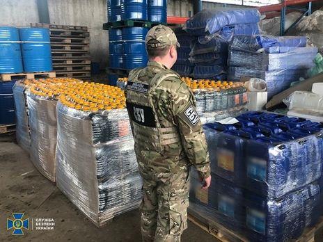 Во время обысков правоохранители изъяли более 13 тонн спиртовой смеси