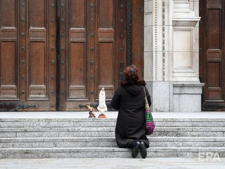 В Великобритании за сутки умерло вдвое меньше пациентов с коронавирусом, чем накануне