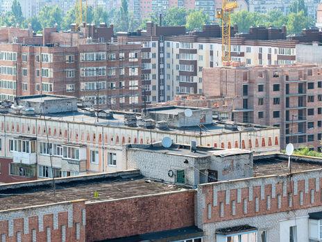 Вспышка COVID-19. В Житомире взяли на карантин общежитие
