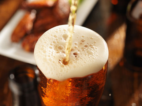 Срок годности пива на исходе и дальше его хранить нет смысла, сообщили в ассоциации