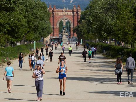 В Испании на прошлой неделе смягчили условия карантина для взрослых и разрешили им прогулки