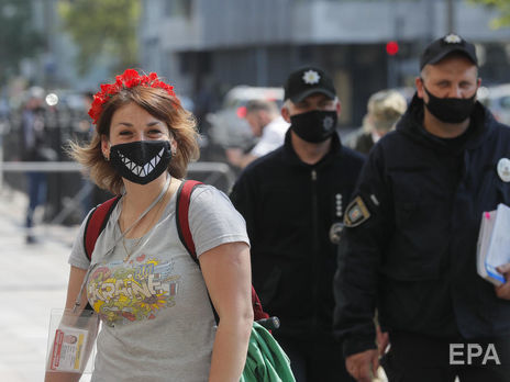 Карантин в Україні запровадили із 12 березня, було заборонено масові заходи, закрито навчальні заклади, ТРЦ, магазини, ресторани та кав'ярні, спортзали і салони краси, обмежено рух транспорту