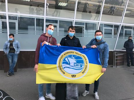 В Украину вернулось более 170 моряков, застрявших из-за коронавируса за границей