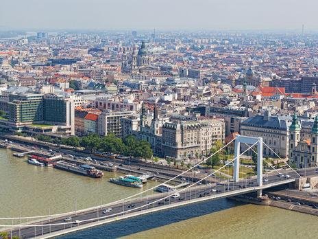 """МИД Венгрии вызвал послов пяти стран из-за """"обеспокоенности венгерским законодательством о коронавирусе"""""""