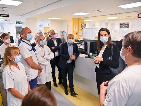 Премьер-министр Бельгии Софи Вильмес приехала в больницу