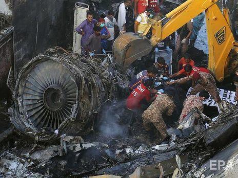 В авіакатастрофі в Пакистані загинули десятки людей