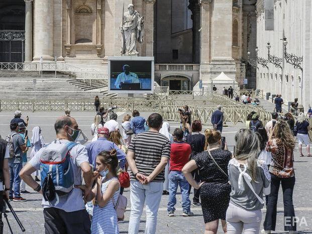 На площу Святого Петра у Ватикані на молитву папи римського вперше за час карантину пустили паломників
