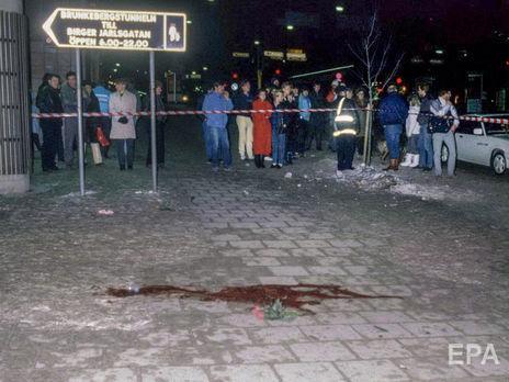 28 февраля 1986 года. Пятна крови на асфальте на улице Свеавеген в Стокгольме, где был убит Пальме и ранена его жена