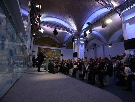 Крым не будет предметом торгов врешении конфликта наДонбассе,— Порошенко