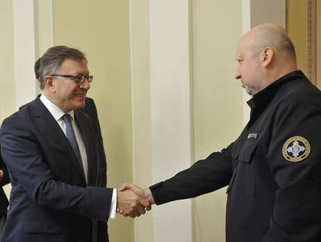 Турчинов: Благодаря санкциямРФ менее тратит наоборону