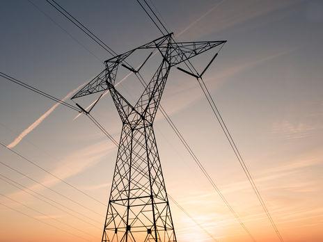Повышение тарифа на передачу электроэнергии приведет к росту себестоимости продукции предприятий-экспортеров, что снизит их конкурентоспособность на мировых рынках, отметил эксперт