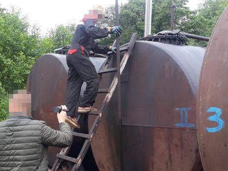 Во время обысков правоохранители изъяли 40 тонн нефти