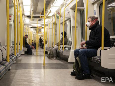 По мнению Бэнкси, все пассажиры метро обязаны быть в масках