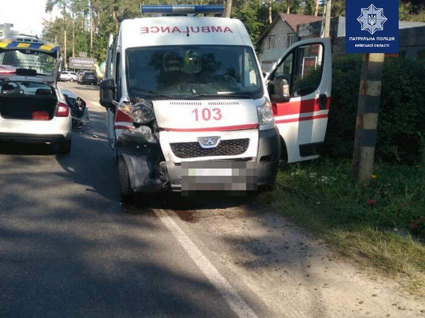 Под Киевом произошло ДТП с участием 'скорой'. Три человека пострадали