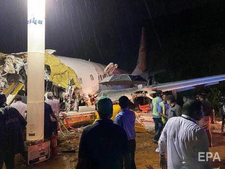 Самолет распался на части