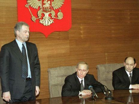 Президент РФ Владимир Путин (в центре) назначил Бориса Грызлова (слева) министром внутренних дел 28 марта 2001 года