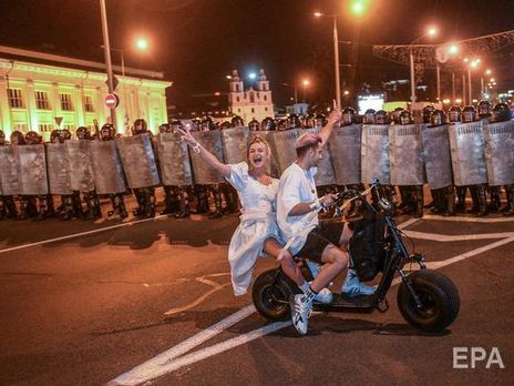 Люди вышли на акции протеста в Минске 9 августа после окончания голосования на выборах президента