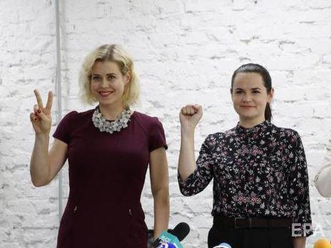 9 августа стало известно, что Цепкало (слева) уехала в Москву