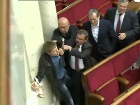 Одесский народный депутат потроллил Скорика: принес ему вРаду сухари