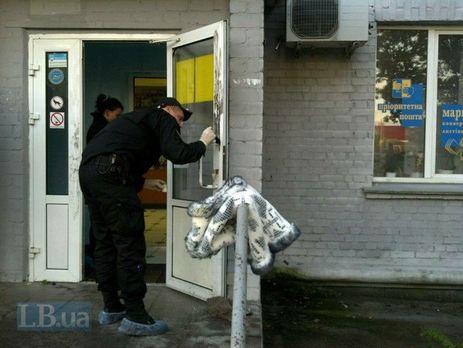 ВКиеве неизвестный собрезом напал напочтовое отделение