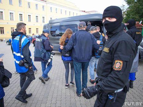 Журналистов доставили в Октябрьское районное управление внутренних дел Минска