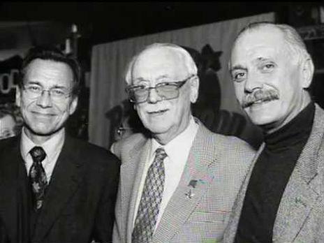 Сергей Михалков (в центре) с сыновьями Андреем Кончаловским (слева) и Никитой Михалковым