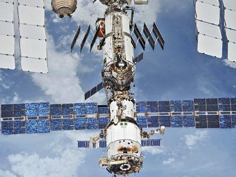 Місце витоку повітря в російському модулі МКС знайшли за допомогою пакетика із чаєм