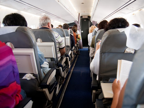 На борту самолёта было 13 женщин