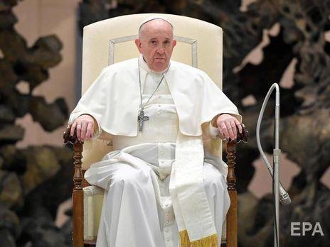 Папа римский молится за прекращение насилия, сообщил его пресс-секретарь