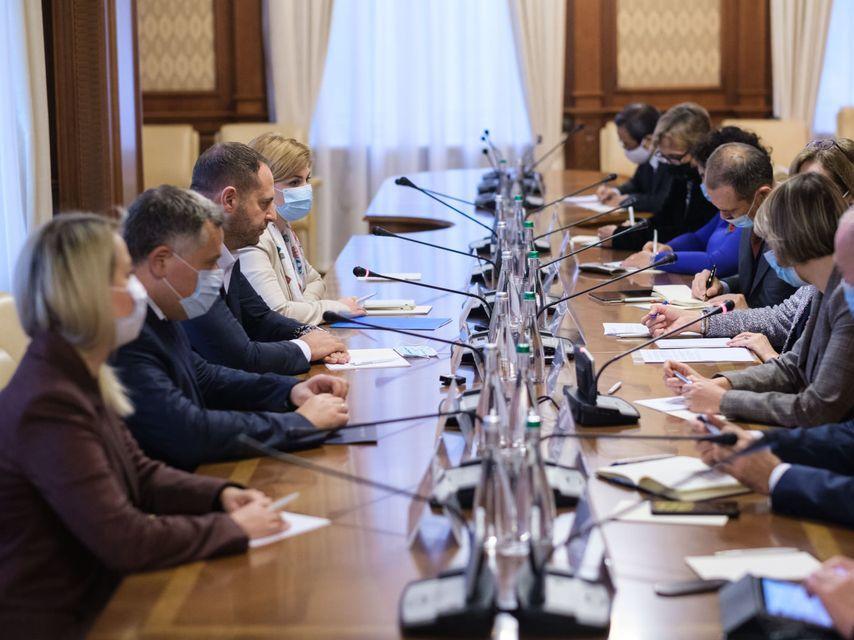 Украина не свернет с пути борьбы с коррупцией – Ермак на встрече с пос