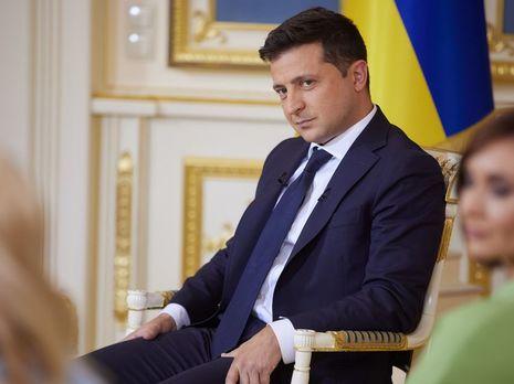 Зеленський зареєстрував у парламенті законопроєкт, яким пропонують визнати неправомірним рішення КСУ, позбавити повноважень увесь склад суду і призначити новий