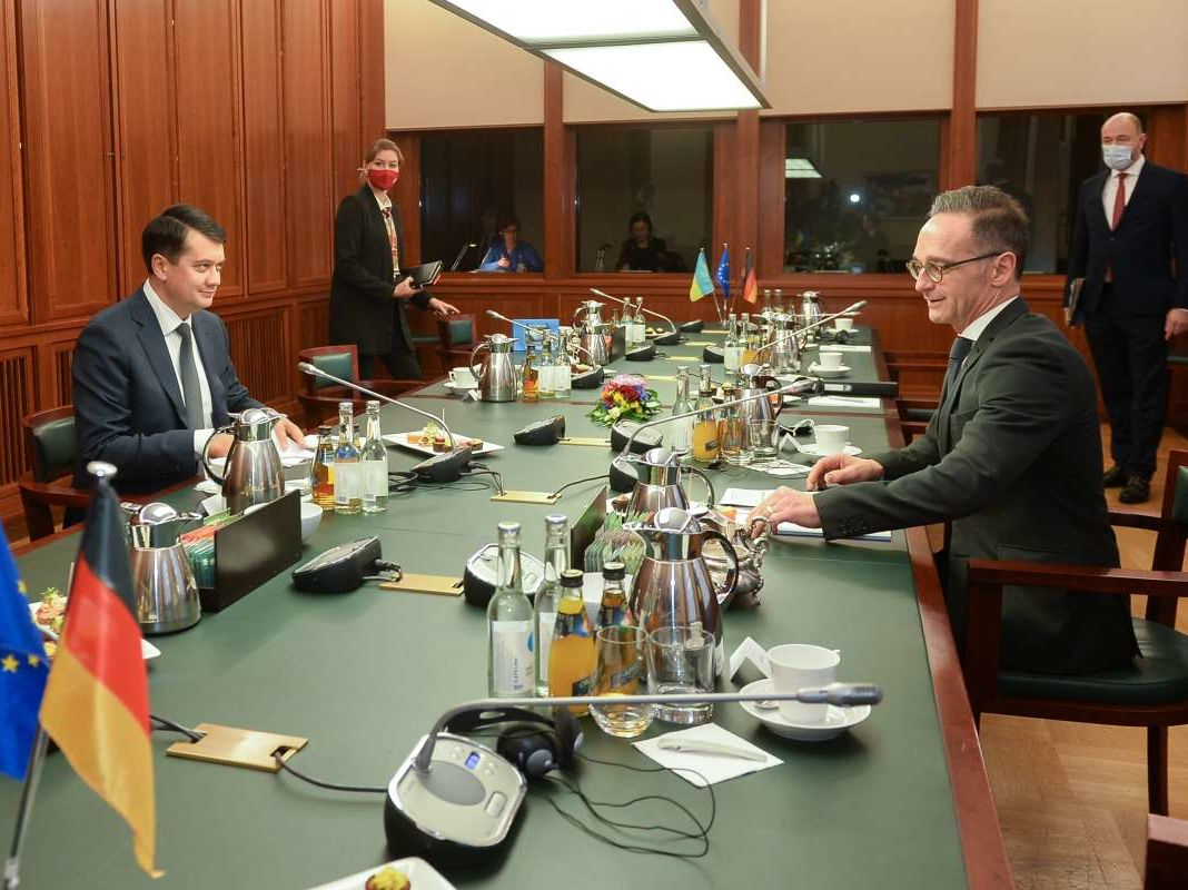 Разумков считает, что на территории ЛДНР недостаточно наблюдателей ОБСЕ