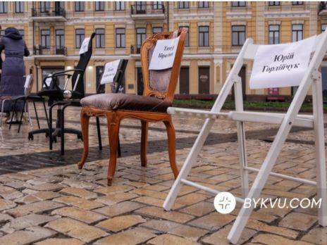 Во время акции известные украинские журналисты, актёры, музыканты и писатели рассказали истории заключённых