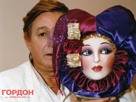 Роман Виктюк скончался на 85-м году жизни в московской больнице имени братьев Бахрушиных, в которую был госпитализирован 27 октября с коронавирусной инфекцией