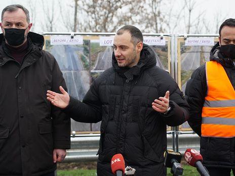 Кубраков отметил, что в строительстве задействованы порядка 20 компаний