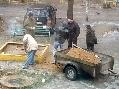 У РФ комунальні служби використали пісок із дитячого майданчика