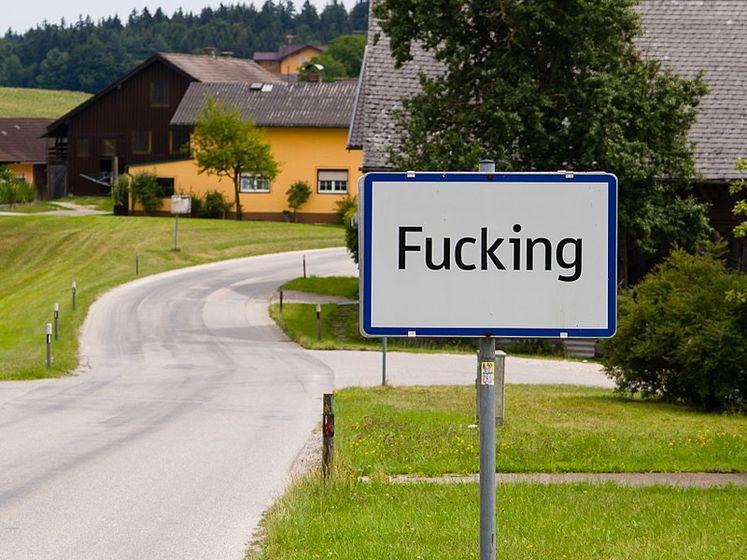 Австрійське село Fucking змінить назву через глузування і крадіжки дорожніх знаків