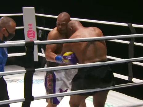 Судді поєдинку присудили нічийний результат, а унікальний пояс WBC Frontline Battle дістався і Джонсу, і Тайсону