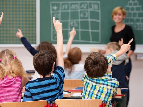В Украине COVID-19 болеют 9,6 тыс. учителей - Минздрав