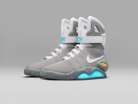 f6c2b500d97b Nike выпустила кроссовки с автошнуровкой, подобные обуви в фильме ...