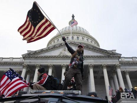 Сторонники президента Трампа во время штурма здания Конгресса США в Вашингтоне
