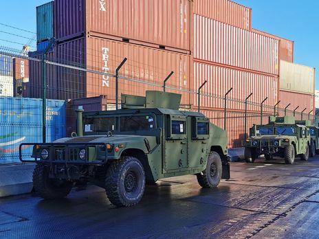 В Украину прибыли американские Humvee