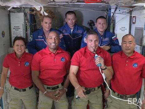 На МКС сейчас работают семь астронавтов двое россиян, четверо американцев и японец